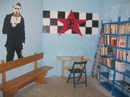 Enguerada a siede A Enrestida d'a biblioteca Frida Kahlo